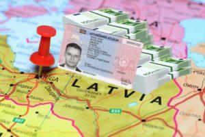 переехать в Латвию
