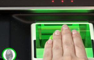 сдавать отпечатки пальцев